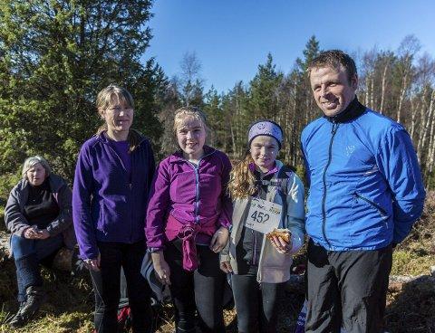 ALLE TIL TOPPS: Familien Fløysand/Austrheim tok turen til topps. FOTO: Morten Sæle