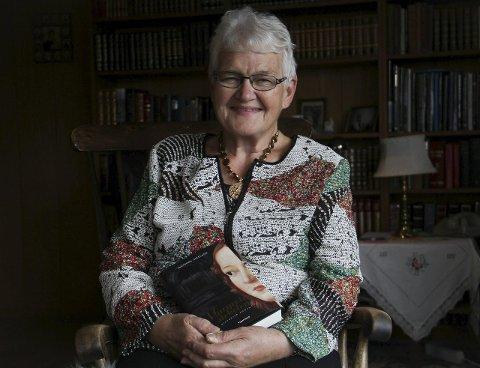 DEBUT: I dag lanserer Ingebog Askeland sin debut som skjønlitterær forfattar, med boka «Margrete-sirkelen» frå 1300-talet.Lanseringa vert på biblioteket i Knarvik i føremiddag. foto: Gro fanebust