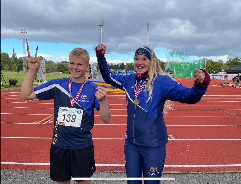 Her feirer Helene Ramslien (15) og Sondre Langøy (15). Han vann sølvmedaljen i diskos for gutar i sin aldersgruppe ved UM-stemnet.