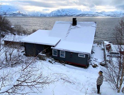 Måtte flytte: Jørgen Lind og kona valgte å flytte ut av huset i Nordfold etter at det oppsto betydelige skader både inne i huset og utendørs.