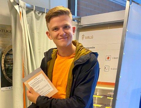 Lucas Severin Toldnæs (19) ble den første til å forhåndsstemme i Steigen. Nå håper han at han kan inspirere andre unge til å gjøre det samme.