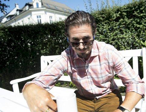 Alle skuespillere som ikke har båt spiller på spel rundt omkring om sommeren, sier Eirik del Barco Soleglad. Han har selv deltatt i Herøyspelet på Møre i år. FOTO: ARNE RISTESUND