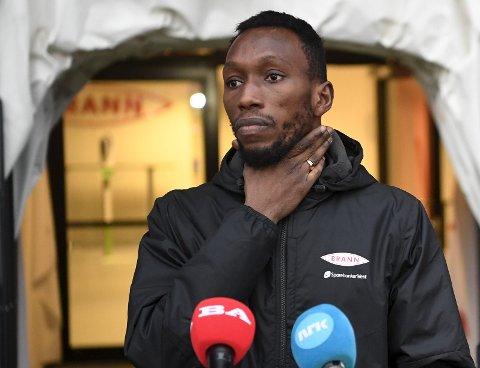 Det vakte oppmerksomhet da Brannspiller Daouda Bamba sto frem og viste rasismen i innboksen sin. FOTO: ARNE RISTESUND