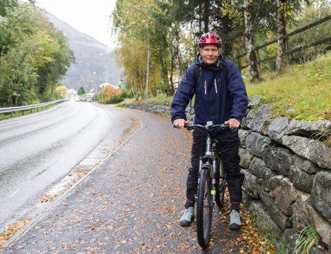 GLER SEG: Leif Laache ser fram til meir tryggleik for dei mjuke trafikantane i Angedalsvegen.