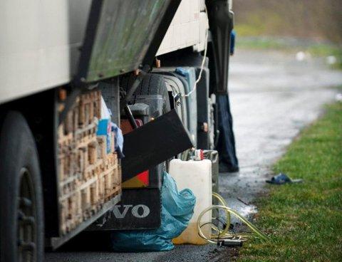 Slik blir det stjålet diesel fra lastebiler.