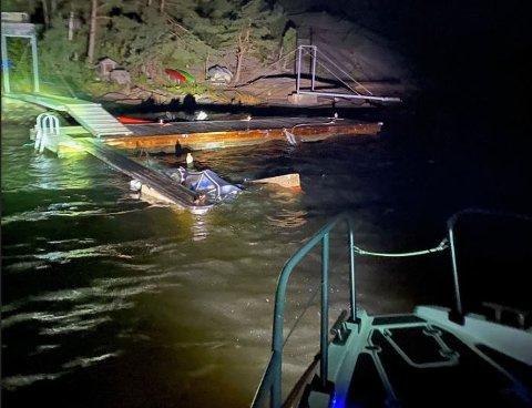 To båter gikk under på Vesterøy sent onsdag kveld. Redningsskøyta kom til stedet og fikk reddet en tredje båt.