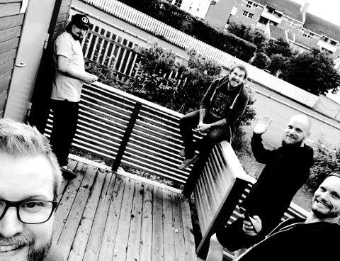 BANDET: Iskra er Lars Bjerke (gitar), John Asbjørn Bergseng (vokal ), Henrik Herwell (vokal / perkusjon), Daniel Høgås (gitar) og Daniel Kittilsen (trommer). Robbe Madsen er ikke med på dette bildet.