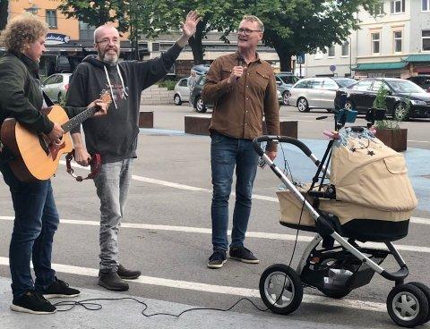 SMITTE: En i følget til Levi Jensen viser seg nå å være smittet av korona. Kommuneoverlege Niels Kirkhus regner det som sannsynlig at vedkommende var smittebærende da predikanten besøkte Horten på tirsdag.