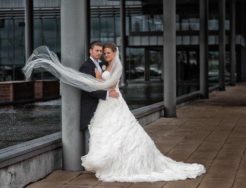 Bildet er tatt i Strömstad og brudeparet heter Tina og Kjetil Nedgården. Anders Johansson fikk 70 av 100 mulige poeng for bildet under Landskonkurransen i Drammen i helga.
