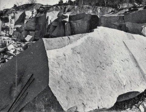 OPPRINNELSEN: Slik så den opprinnelige blokka, skutt ut ved Hov i 1922, ut.