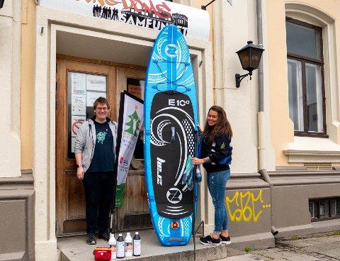 SPENNENDE SOMMER: Michael A. Lundsveen og Mikaela Dahl gleder seg til å invitere ungdom fra Halden og Aremark med på camp til sommeren.