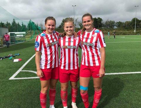 MÅLSCORERNE OG BANENS BESTE: Rebecka Holum (t.v.) og Andrea Norheim (t.h.) scoret hvert sitt mål mot Klepp. Banens beste, Olaug Tvedten, i midten.