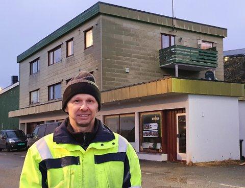 SEKS MILLIONER: Når gården med fire leiligheter og næringsarealer står ferdig renovert i august, vil Kurt Raymond Olaussen ha brukt nærmere seks millioner, kjøpesummen på 1,9 millioner inkludert.