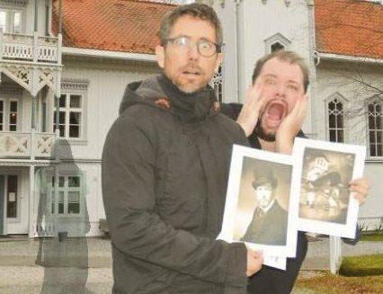 HJELP, DET SPØKER: Lars Jørgen Skaret (t.v.) og Bjørn Pedersen i Bjørkelangen Teaterlag er klare for skrekk og gru på Eidsverket. FOTO: ROGER ØDEGÅRD