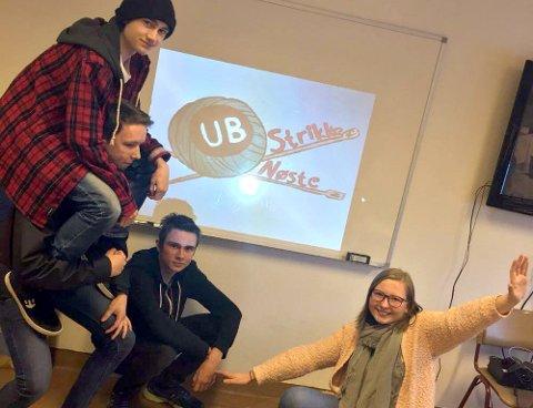 SATSER: Vegard Bø, Tor Henning Aaman Vamre, Thomas Ruud Emrud og Beate Tufto Solberg har startet ungdomsbedriften Strikkenøste UB i Nore og Uvdal.