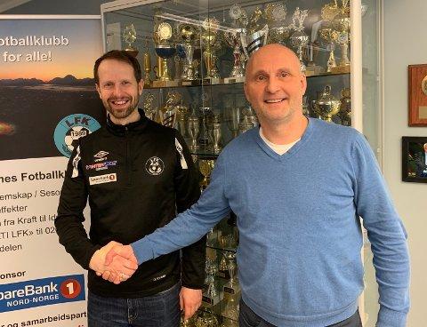Alf-Einar Gjertsen (markedsansvarlig i Leknes FK) og Sven-Erik Kristiansen (medierådgiver i Lofot-Tidende).