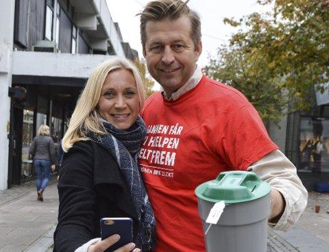 Tv-aKSJON: Line Rustad Wallenborg og Finn-Erik Blakstad fra TV-aksjonskomiteen i Moss og Rygge.
