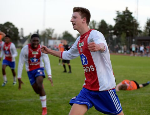 JAAAA: Marius Skattum Dahl har nettopp satt inn 2-1 for KFUM/Oslo like før slutt.