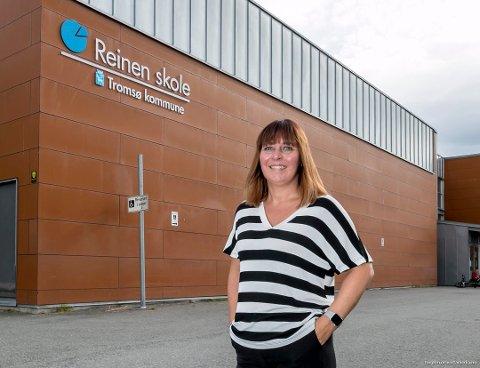 SNAKK MED BARNA: Rektor ved Reinen skole, Beate Evjen, er bekymret for at elever harselerer med hverandre etter sykdom. Hun ber foreldre snakke med barna.
