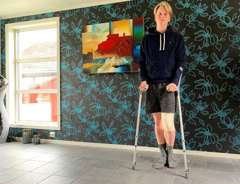 ULYKKESFUGL: Bare få dager etter at han hadde blitt tatt opp i A-stallen til TUIL smalt det på banen for Nicolai Lind-Olsen. Nå håper han bare at kneskaden som avsluttet kampen mot Fløya ikke er altfor alvorlig.