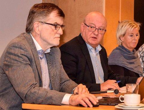 Det er harde tak for å oppnå budsjettbalanse i Søndre Land. F.v. rådmann Arne Skogsbakken, ordfører Terje Odden (Ap) og varaordfører og leder av komité for helse, omsorg og velferd, Mona Tønnesland Tholin (Sp).