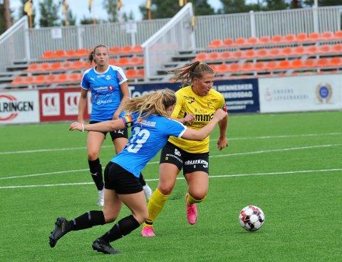 HÆRFØRER: Maren Kraby Simenstad ledet Raufoss til 4-0 mot Ottestad. Nå etterlyser hun samarbeidsvilje hos alle klubbene i distriktet.