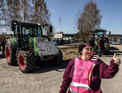 AVLYSER: – Vi utsetter dagens demonstrasjon av smittevernhensyn, sier Beate Hansen, kvinnen bak bygdeopprøret i Åsnes.