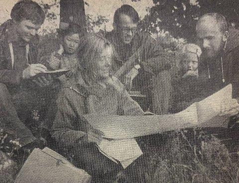 UTE I MARKEN: Fra arbeidet ute i marken – fra venstre Thomas Bay, Lil Gustavson, Harald O. Skar og Helge Engan.