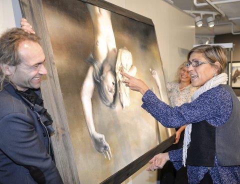 Forbereder utstilling: (T.v.) Sigmund Berglund, Tina Anckarman (foran) og Hilde Strand gjør klart for å gi publikum fine opplevelser. foto: inger gretasdatter