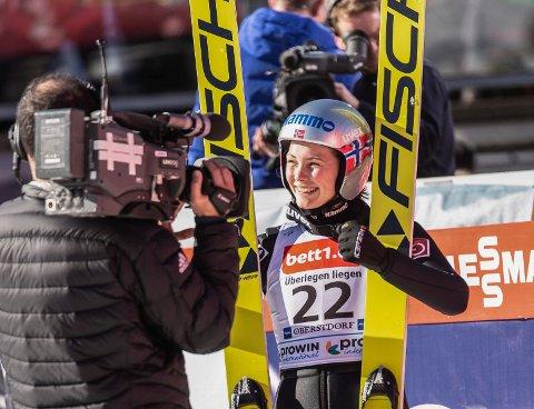 GODT HUMØR: Silje Opseth fikk mye oppmerksomhet i helgen etter to sterke renn i Oberstdorf.