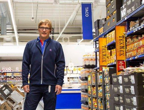 HELT I TOPPEN: Rema 1000 Eikli har aldri hatt høyere omsetning enn i 2020. Knut Tveter eier og driver butikken.