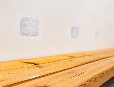 Tidligere lenket politiet fast varetektsfanger til veggen på venterommet. Etter kritikk har de sluttet med praksisen.