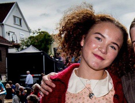 Får stipend: Emma Steinbakken blir tildelt det første minnestipendet etter Stein Ove Berg. Her er hun i rollen som Annie i fjor sommer. Foto: Vidar Sandnes