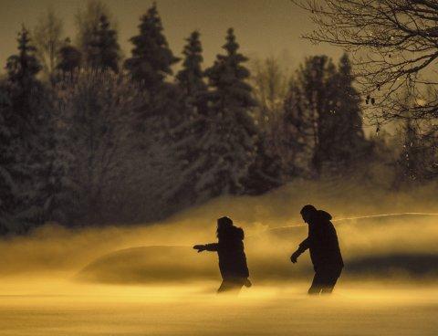 Vinner i uke 5 og månedens vinner for februar: Kjell Arne Finstad vant med bildet «Magisk lys og frostrøyk»Et spennende bilde med magisk lys. En lurer litt på hvor de går, vasser de i mye snø?