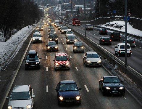 TRAFIKK: Andelen som består førerprøven på trafikkstasjonen i Stavanger har gått ned de siste årene. Stein Bjarne Wannebo, faggruppeleder i Statens Vegvesen, sier at det er vanskelig å peke på en konkret grunn til at tallene er som de er.