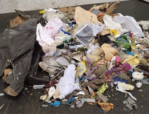 STERK LUKT: Alt fra matavfall til hundebæsj fører til en stank, som i utgangspunktet ikke skal oppstå fra disse posene. BLA FOR Å SE FLERE BILDER