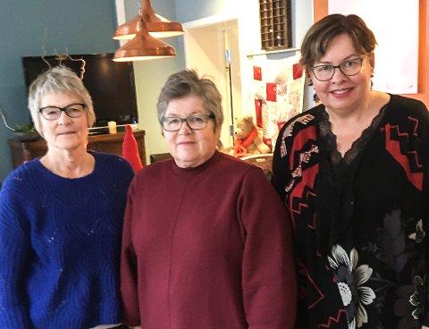 PENGEGAVE: Lions Club Notodden/Telerosas Hilde Faye Lund og Torhild Kleppo overrakte denne uken 5000 kroner til Kirkens Bymisjon Notodden og leder Liv Kasin denne uken.