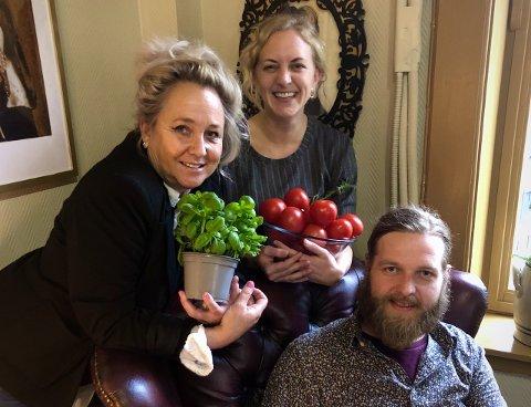 NYTT MATTILBUD: Gitte, Aina og Bård gleder seg til å presentere sitt nye mattilbud for Notodden.