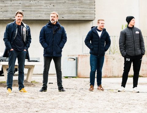 SPILLER MOT SEG SELV: Nøtterøy Håndball rigger til med internkamp med ekte ramme rundt for å gjøre det mest mulig realistisk. Trenerteamet fra venstre Robert Hedin, Sindre Walstad, Michael Jonassen og Kennie Boysen.