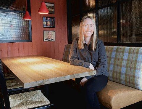 RENOVERT: Dina Henriksen er strålende fornøyd med hvordan lokalene til Peppes Pizza har blitt etter en ordentlig make-over.
