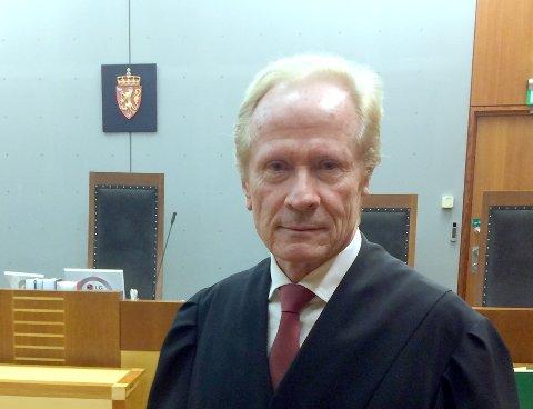 Stor avstand: Aktor krever fengsel og erstatningsansvar, mens forsvarer Per Danielsen (bildet) krever frifinnelse av sin klient.