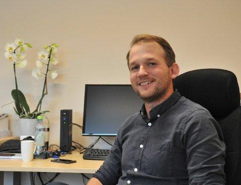 NYIJOBBEN:Ungdomslos Steffen Andersen på kontoret på Nittedal rådhus.