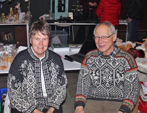 Stolte medlemmer av Vitenparkens venneforening. f.v. Kari Nässelqvist Solberg og Arne Oddvar Skjelvåg