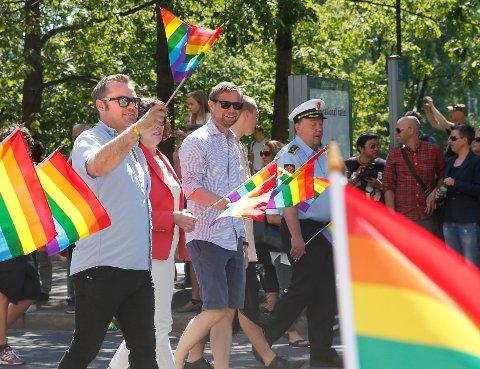 Bård Nylund, som har vært kommunestyrerepresentant for Arbeiderpartiet i Gjerstad kommune, og tidligere leder av Landsforeningen for lesbiske, homofile, bifile og transpersoner, var blant dem som var misfornøyde med at Ropstad ikke var til stedet under årets parade. Her er han avbildet under Pride-paraden i 2015.