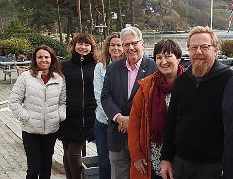 På bildet ser vi fra venstre Rita Halvorsen Lian, Bodil Bakkan Nielsen, Terese Vidringstad, Guttorm Toverud, Linn Berstad og Torstein Vegge. Foto: Kikki Fossum
