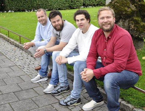 Christoffer Schjelderup (t.v.) Sjur Koppen, Jan Tore Kristoffersen og Grim Moberg går på scenen onsdag for kampen mot rasisme. Foto: Silje Haugen