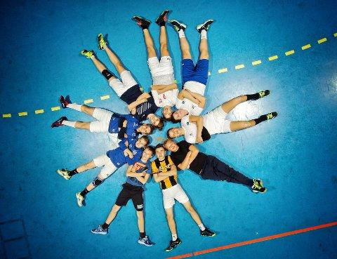 HÅNDBALLGUTTA: Denne Åmot-gjengen har lyst til å spille håndball i den internasjonale turneringen Granollers Cup i Spania neste sommer.