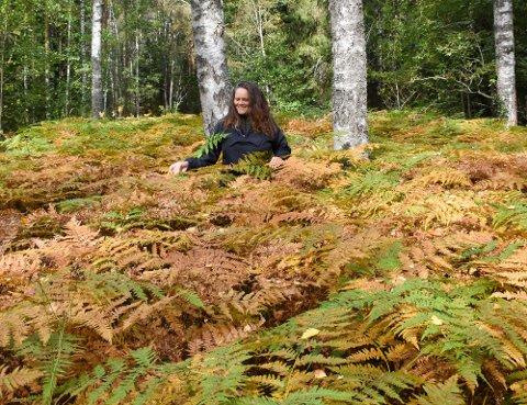 Naturveileder Nina Alida Nordbø (55) er opprinnelig fra Stavanger, har bodd i København, Odda og Oslo, og gikk selv fra å søke action i naturen til ro og vandring, som hun sier.