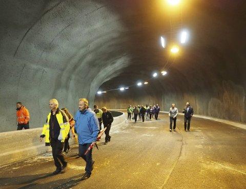 Forbeholdt gående: Tunnelen mellom Malmporten Handelspark og Frydenlund blir nå helt ferdigstilt. Den vil bli tatt i bruk i forbindelse med Arctic Race den 10. august. Ca en måned senere blir den så åpnet igjen – men kun for gående. Biltrafikk blir det ikke her før hele traseen for Frydenlundforbindelsen er vedtatt, godkjent og bygget ferdig, kan Trod Solberg i Narvik kommune fortelle.Foto: Terje Næsje