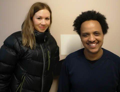 Yacob fra Eritrea ønsker seg aller helst språkpraksisplass i et elektrofirma, og Hanne Pedersen håper at noen ser muligheten for å slippe ham inn til en språkpraksisplass noen timer i uka.